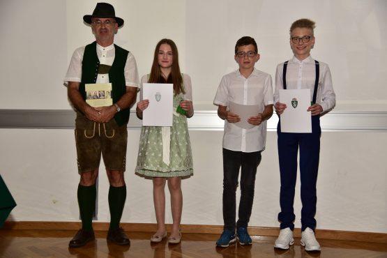 16 Wartingerfeier 2020 Preisträger und Preisträgerin BG BRG Judenburg 555x370 - Verleihung Wartinger- und Tremelmedaille 2020