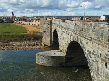 2016 Jakobsweg 35 Puente de Órbigo 375x281 - Jakobsweg 2016