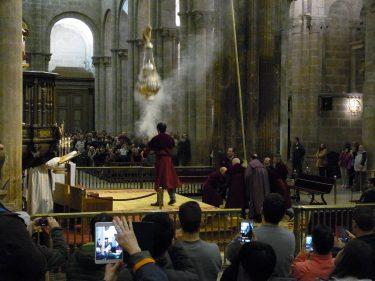 2016 Jakobsweg 45 Santiago Kathedrale Botofumeiro 375x281 - Jakobsweg 2016