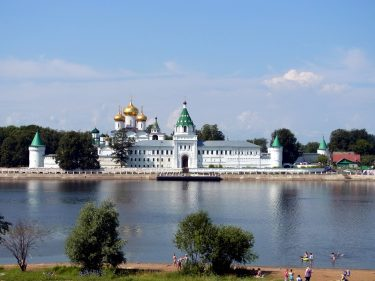 25 Kostroma Ipatioskloster R0019747 375x281 - Moskau 2014