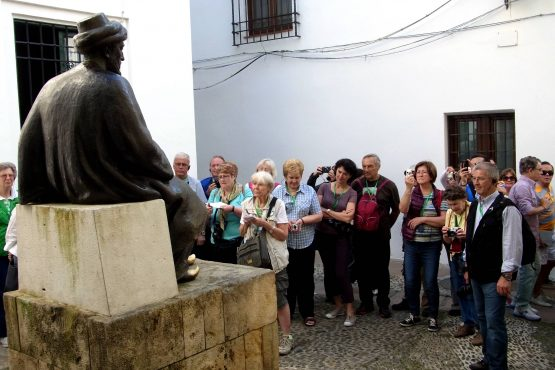 25 Cordoba Maimonides R0016537 555x370 - Andalusien 2014