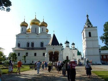 26 Kostroma Ipatioskloster Dreifaltigkeitskirche R0019710 375x281 - Moskau 2014