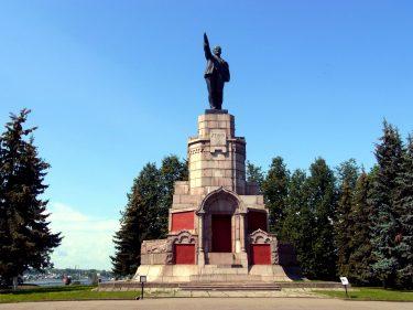 27 Kostroma Lenin Denkmal R0019760 375x281 - Moskau 2014