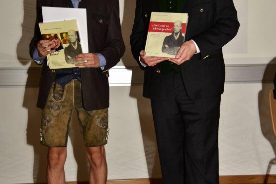 27 Wartingerfeier 2020 Tremel Medaillen Preisträger Mathias Herwig Stöfan mit MMag. Dietmar Theußl 555x370 - Verleihung Wartinger- und Tremelmedaille 2020
