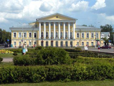 28 Kostroma Susanin Platz R0019774 375x281 - Moskau 2014