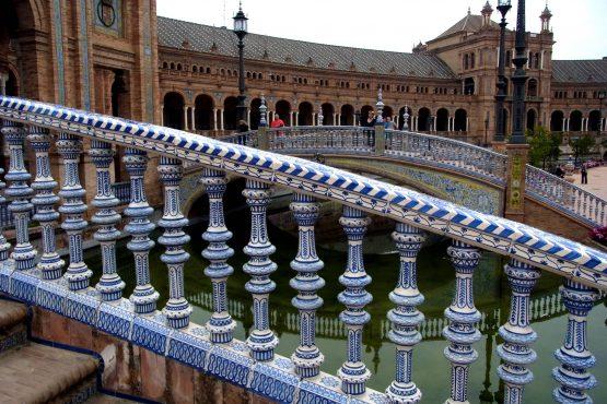39 Sevilla Plaza de Espagna R0016953 555x370 - Andalusien 2014