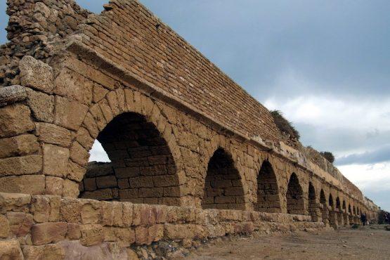 3 Caesarea Maritima Aquädukt R0021092 555x370 - Israel 2015