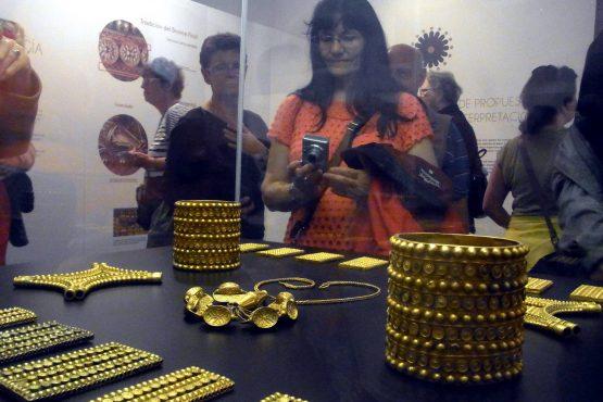 40 Sevilla Archäologisches Museum Schatzfund R0017006 555x370 - Andalusien 2014