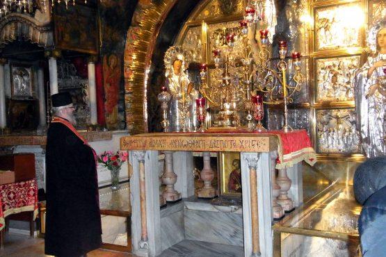 55 Jerusalem Grabeskirche Kreuzigungsaltar  R0021876 555x370 - Israel 2015