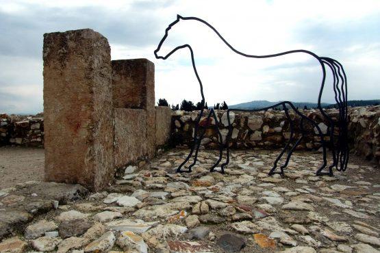 7 Megiddo Pferdeställe R0021140 555x370 - Israel 2015
