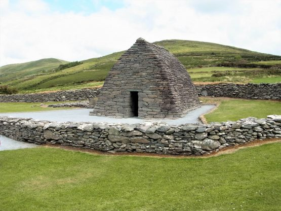 Fahrten 2018 Irland 24 Dingle Halbinsel Gallarus Oratory RFH R0042477 555x416 - Irland 2018