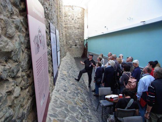 Fahrten 2018 Irland 30 Galway Stadtmauer RFH R0042643 555x416 - Irland 2018