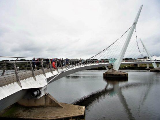 Fahrten 2018 Irland 46 Londonderry Peace Bridge RFH R0042981 555x416 - Irland 2018