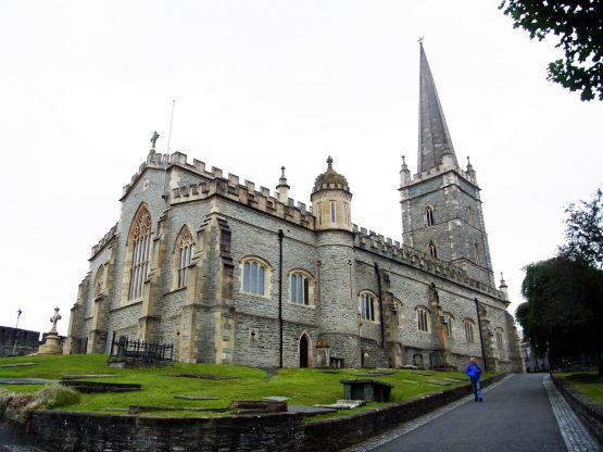 Fahrten 2018 Irland 50 Londonderry Columbs Cathedral RFH R0043063 555x416 - Irland 2018