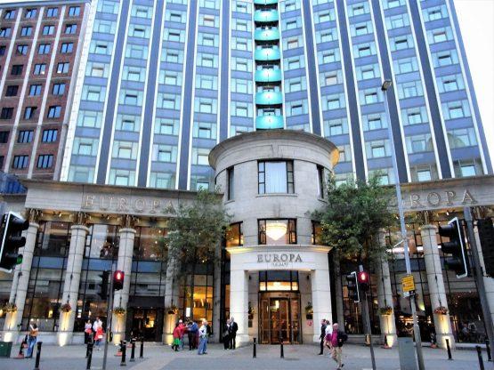 Fahrten 2018 Irland 55 Belfast Hotel Europa RFH R0043152 555x416 - Irland 2018