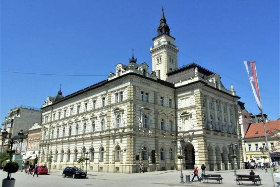 Fahrten 2018 Serbien 11 Neusatz Rathaus RFH R0041335 555x370 - Habsburgisches Serbien 2018
