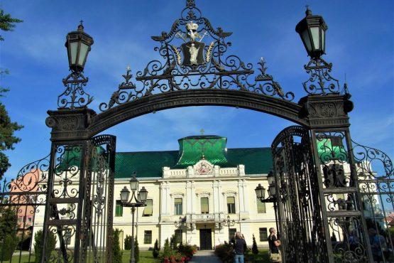 Fahrten 2018 Serbien 21 Werschetz Bischofspalast RFH R0041454 555x370 - Habsburgisches Serbien 2018