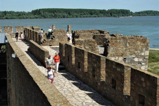 Fahrten 2018 Serbien 23 Semendria Festung Donau RFH R0041474 555x370 - Habsburgisches Serbien 2018