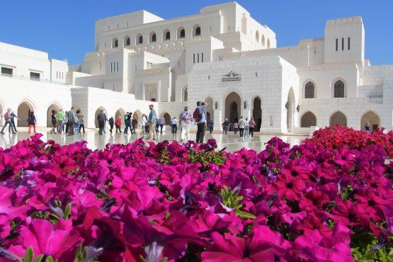Fahrten 2019 Oman 03 Muscat Oper RFH R0044401 555x370 - Oman 2019