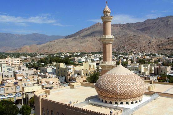 Fahrten 2019 Oman 11 Nizwa Moschee RFH R0044522 555x370 - Oman 2019