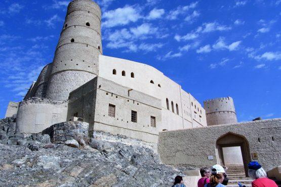 Fahrten 2019 Oman 13 Bahla Fort RFH R0044549 555x370 - Oman 2019