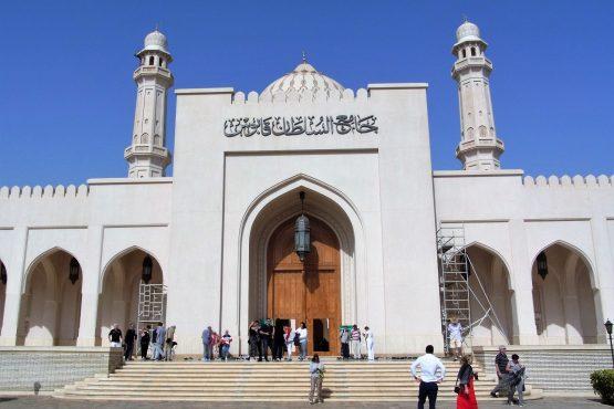 Fahrten 2019 Oman 38 Salalah Sultansmoschee RFH R0045054 555x370 - Oman 2019