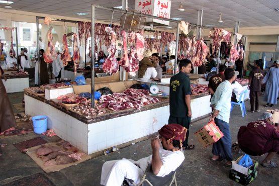 Fahrten 2019 Oman 40 Salalah Fleischmarkt RFH R0045073 555x370 - Oman 2019