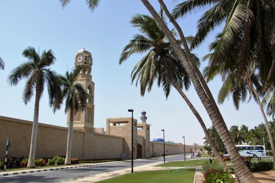 Fahrten 2019 Oman 42 Salalah Sultanspalast RFH R0045107 555x370 - Oman 2019