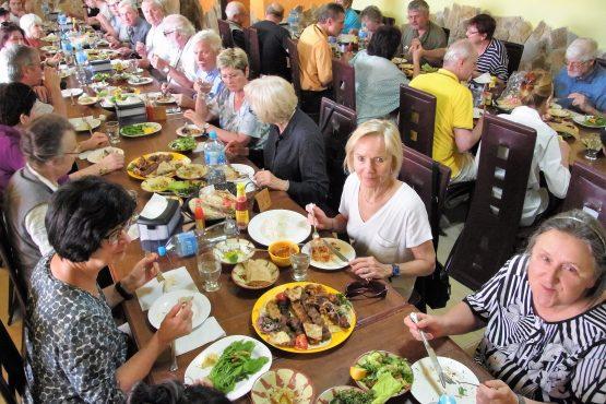 Fahrten 2019 Oman 45 Salalah libanesisches Mittagessen RFH R0045130 555x370 - Oman 2019