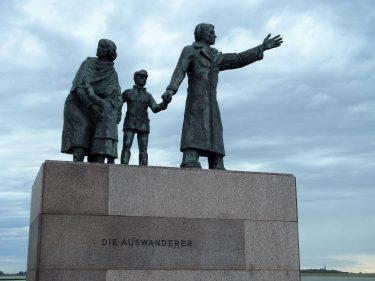 Fahrten 2019 WD 16 Bremerhaven Auswandererdenkmal RFH R0047746 375x281 - Norddeutschland 2019