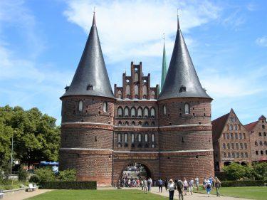 Fahrten 2019 WD 51 Lübeck Holstentor RFH R0048326 375x281 - Norddeutschland 2019