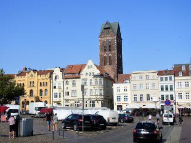 Fahrten 2019 WD 55 Wismar Marktplatz Marienkirchturm RFH R0048391 375x281 - Norddeutschland 2019