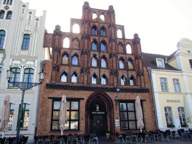 Fahrten 2019 WD 56 Wismar Marktplatz Alter Schwede RFH R0048395 375x281 - Norddeutschland 2019