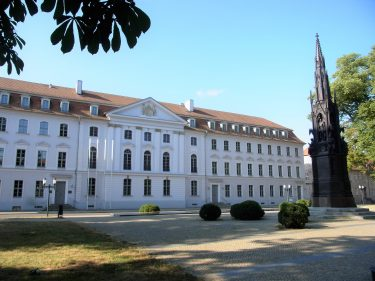 Fahrten 2019 WD 82 Greifswald Universität RFH R0048703 375x281 - Norddeutschland 2019