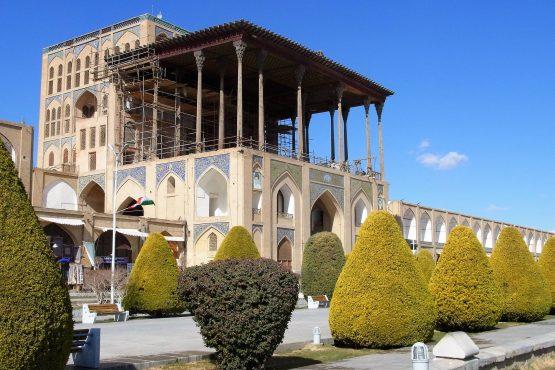 Fahrten Iran 2017 02 Isfahan Ali Qapu Torpalast 555x370 - Iran 2017