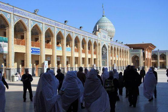 Fahrten Iran 2017 16 Shiraz Shah Cheragh Mausoleum 555x370 - Iran 2017