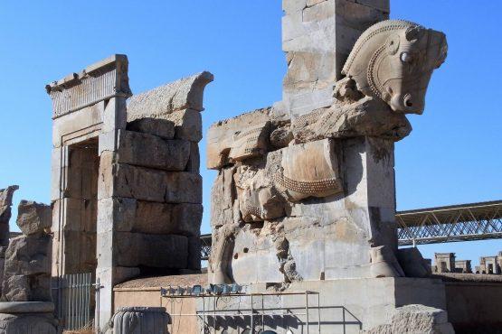 Fahrten Iran 2017 22 Persepolis Hundert Säulen Palast 555x370 - Iran 2017