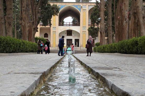 Fahrten Iran 2017 38 Kashan Fin Garten 555x370 - Iran 2017