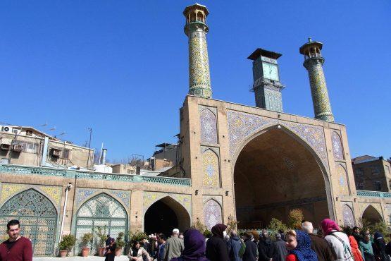Fahrten Iran 2017 48 Teheran Bazar Khomeyni Moschee 555x370 - Iran 2017