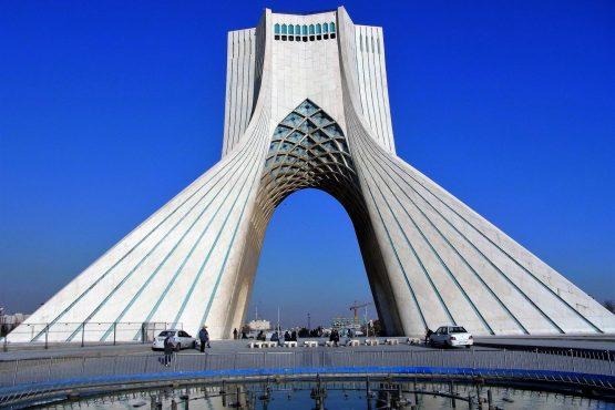 Fahrten Iran 2017 49 Teheran Azadi Monument 555x370 - Iran 2017