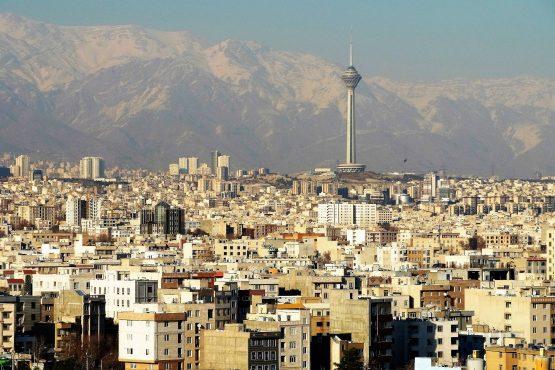 Fahrten Iran 2017 50 Teheran Aausblick vom Azadi Monument 555x370 - Iran 2017