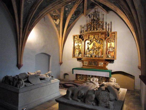 Fahrten Polen 2017 01 Oppeln Minoritenkirche Piastengruft 555x416 - Polen 2017