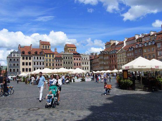 Fahrten Polen 2017 09 Warschau Altstädter Marktplatz 555x416 - Polen 2017
