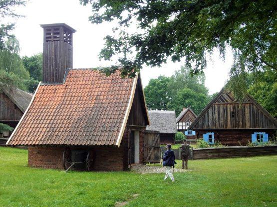 Fahrten Polen 2017 14 Hohenstein Freilichtmuseum1 555x416 - Polen 2017