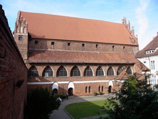 Fahrten Polen 2017 16 Allenstein Ordensburg 555x416 - Polen 2017