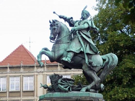 Fahrten Polen 2017 35 Danzig Jan Sobieski Denkmal 555x416 - Polen 2017