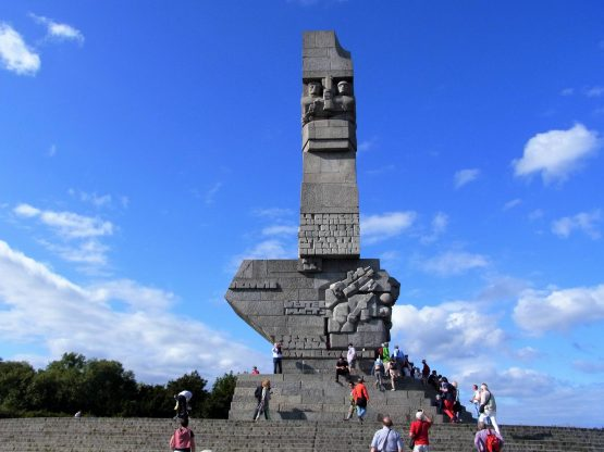 Fahrten Polen 2017 46 Danzig Westerplatte Denkmal 555x416 - Polen 2017