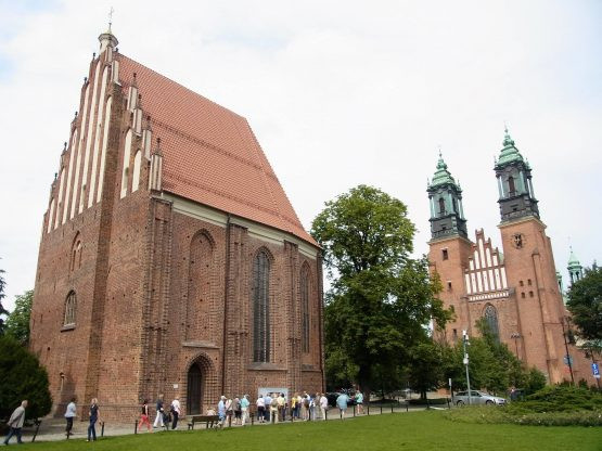 Fahrten Polen 2017 69 Posen Dominsel Kathedrale 555x416 - Polen 2017