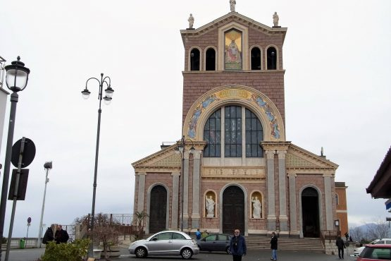 Fahrten Sizilien 2018 07 Tindari Schwarze Madonna RFH R0039079 1 555x370 - Sizilien 2018