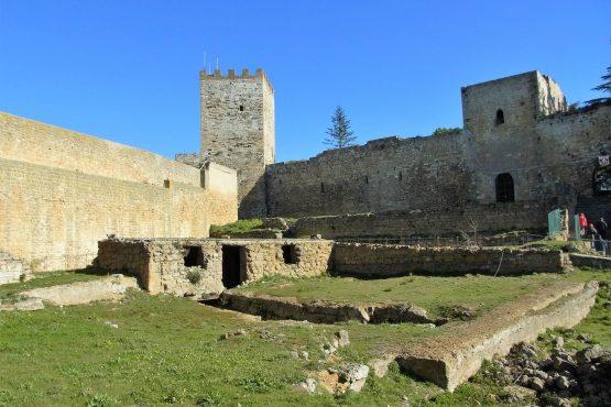 Fahrten Sizilien 2018 52 Enna Festung RFH R0039939 555x370 - Sizilien 2018